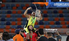 احتفال الأهلي بالتتويج بالبطولة العربية لكرة السلة