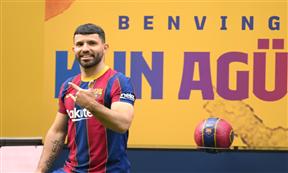 تقديم سيرجيو أجويرو لاعبا في نادي برشلونة