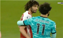صلاح يصافح النني بعد فوز ليفربول على ارسنال