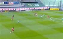 كوكا يصنع هدف لأولمبياكوس أمام باناثينايكوس