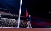 تسليم الراية الأولمبية لعمدة باريس