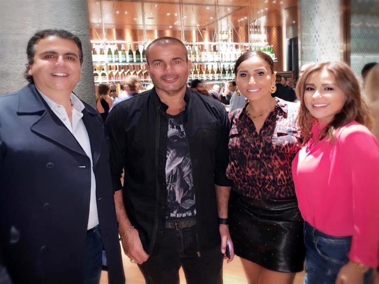ماجي بو غصن تنشر صورة برفقة عمرو دياب ودينا الشربيني في دبي