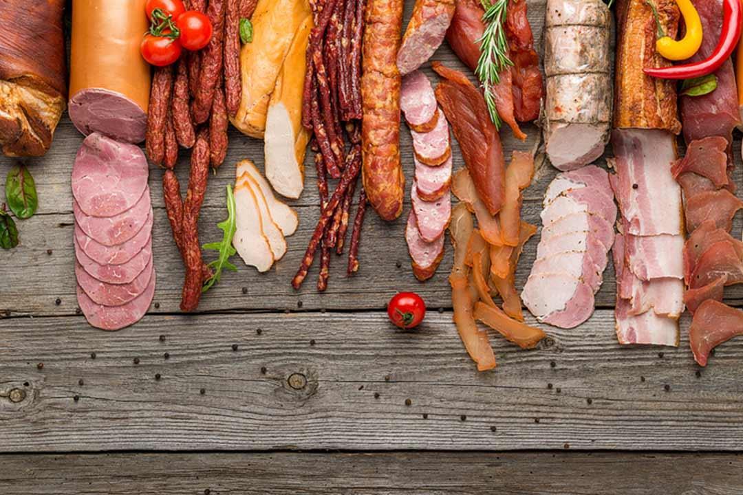 اللحوم المصنعه