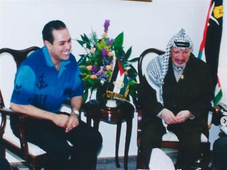 حكيم مع ياسر عرفات