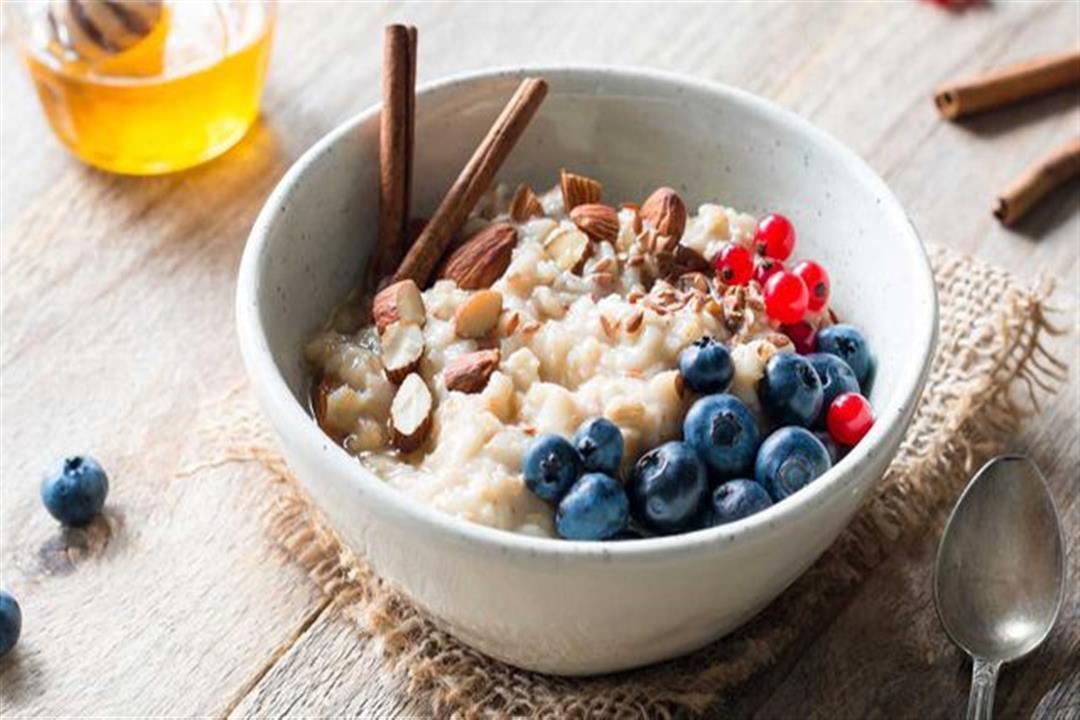 أفضل وجبات إفطار بعد سن الـ40 الشوفان والتوت الأزرق