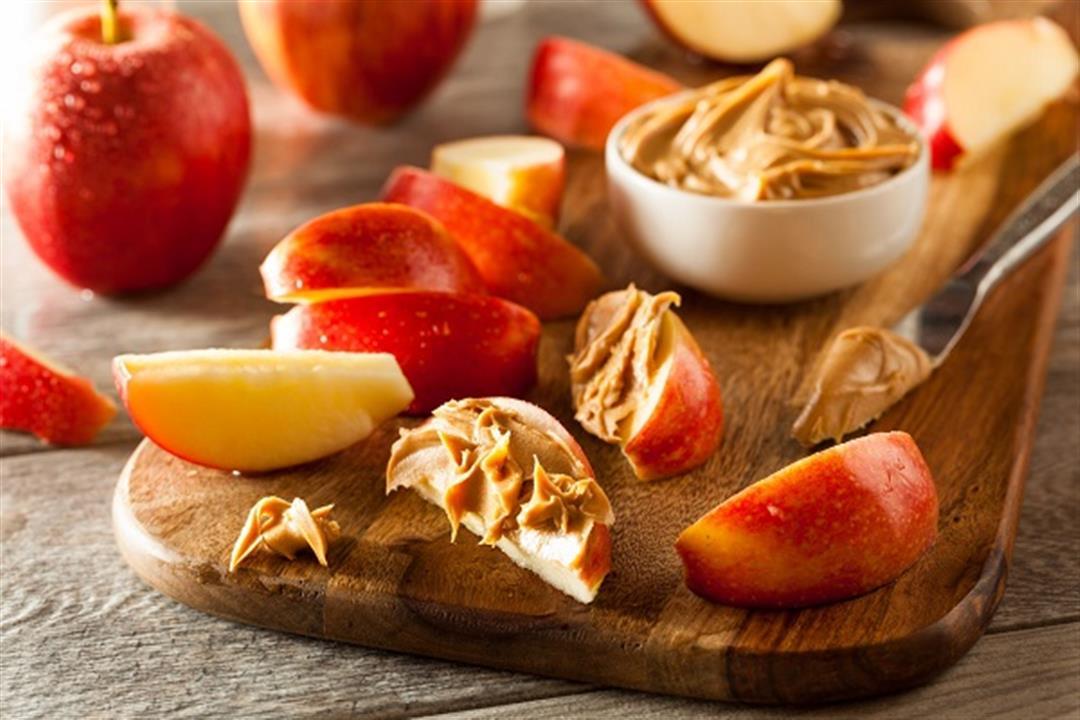 شرائح التفاح بزبدة الفول السوداني