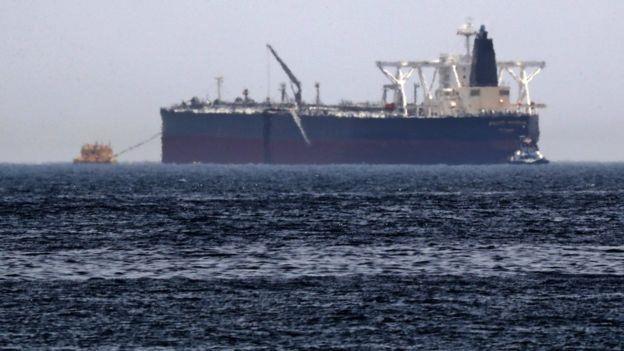 ناقلة النفط وثلاثة سفن أخرى تعرضت للتخريب