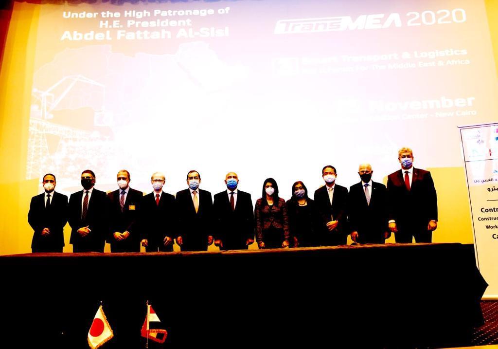 وزراء البترول والنقل والتعاون الدولى خلال مراسم توقيع العقد 2