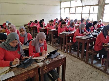 ورقية لمن لم يتسلم التابلت.. التعليم: امتحانات أولى وثانية ثانوي إلكترونية بالمدارس