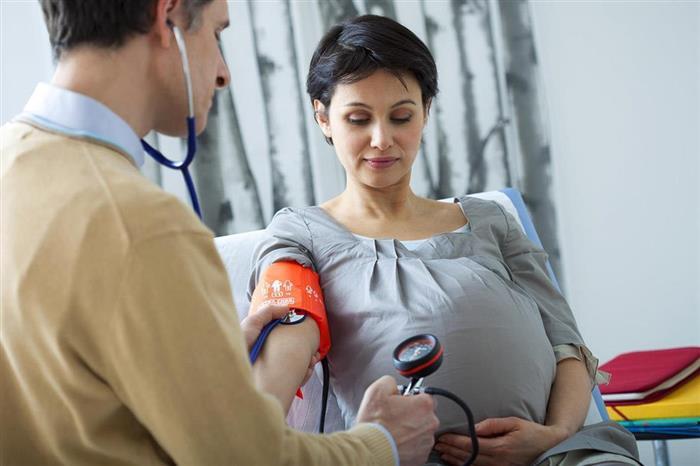 للحوامل.. 8 أعراض تشير لانخفاض ضغط الدم (فيديوجرافيك)