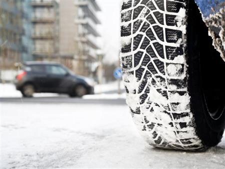 ما الفرق بين إطارات السيارات الشتوية عن غيرها؟
