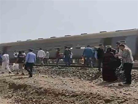"""فيديو.. أحد الناجين من حادث قطار طوخ: """"مش مصدق إني لسة عايش"""""""