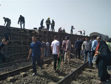 11 فيديو يرصدون لحظات الرعب في حادث قطار طوخ