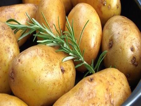 هذه هي أنسب طريقة لطهي البطاطس.. لا تسبب زيادة في الوزن