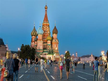 """بـ""""سيارات هدية"""".. روسيا تحاول إغراء المواطنين للتطعيم ضد كورونا"""