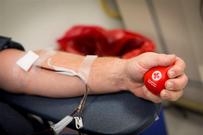 في اليوم العالمي للتبرع بالدم.. تعرف على فوائده وآثاره الجانبية