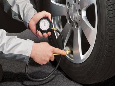 هل انخفاض ضغط هواء الإطارات يتسبب فى زيادة استهلاك الوقود؟