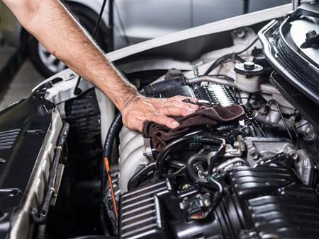 خبير يكشف طريقة بسيطة لإطالة عمر محرك السيارة