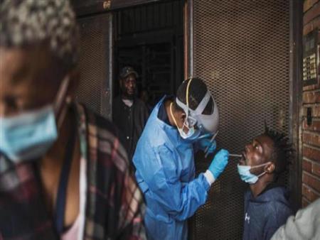 مجدى بدران يوضح أسباب الانتشار المتسارع لعدوى كورونا بقارة إفريفيا