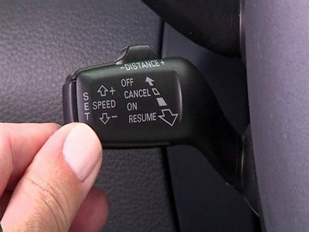 """ما هي مميزات وعيوب """"مثبت السرعة"""" في السيارة؟"""