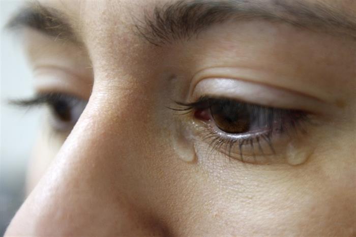 ماذا يكشف الألم في عينك اليمنى عن صحتك؟