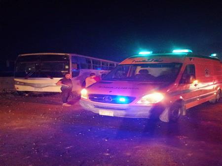 """خروج 17 مصابًا في حادث تصادم """"أتوبيس عمال السويس"""" من المستشفى"""