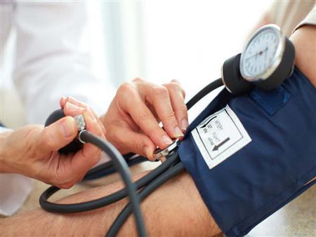 """""""القاتل الصامت"""".. كيف تسيطر على ضغط الدم المرتفع؟"""