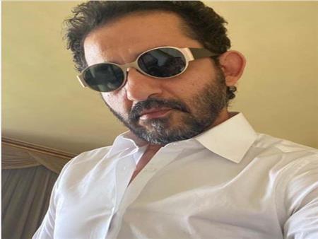 أحمد حلمي يحتفل بحلول الشتاء على طريقته الخاصة