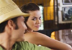 من يحدد مواصفات المرأة المثالية في عيون الرجل؟