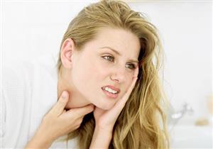 منها الغرغرة بمنقوع البابونج.. طرق طبيعية لعلاج التهاب الحلق