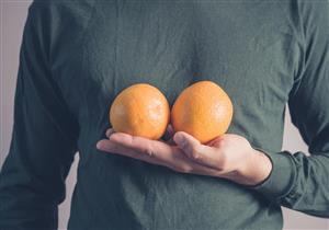 طبيب يكشف الفرق بين تراكم الدهون والتثدي عند الرجال