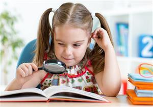 أطعمة مفيدة لتعزيز صحة عيون الأطفال.. منها اللوز والشوكولاتة