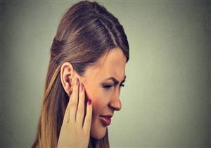 ألم الأذن.. كيف يمكن تخفيف حدته منزليًا؟ (فيديوجرافيك)