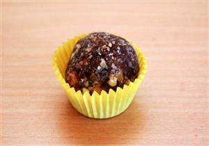 «كرات البلح».. حلوى رمضانية صحية على مائدتك