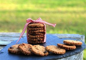 «بسكويت البلح».. حلوى صحية على سفرتك في رمضان