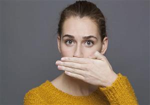 أطعمة ومشروبات تخلصك من رائحة الفم الكريهة (انفوجراف)