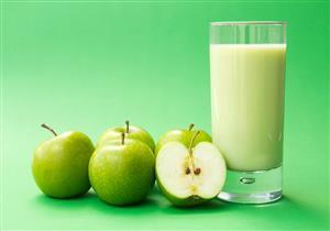 عصير التفاح الأخضر مع العنب.. مشروب لذيذ وغني بالفوائد