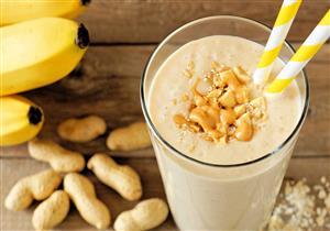 عصير زبد الفول السوداني بالموز يقوي العضلات ويخفض الكوليسترول