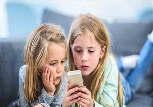 """لماذا قد يعاني الأطفال أقل من 3 سنوات من """"العين الكسولة""""؟"""