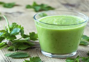 فوائد متعددة لعصير الكرفس.. منها علاج التهاب المفاصل والحموضة
