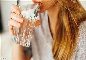 ما مقدار الماء الذي يحتاجها الفرد خلال اليوم؟.. طبيب يجيب