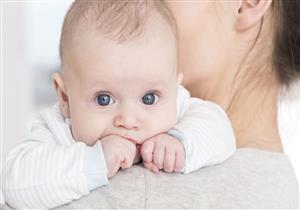 جوع أم تعب.. كيف تحددين سبب بكاء رضيعك من لغة جسده؟