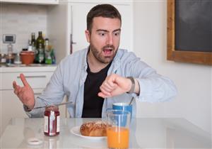 علماء: تناول معظم السعرات الحرارية في النهار لا يساعد على فقدان الوزن