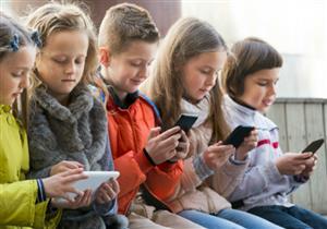 دراسة: إدمان الهواتف الذكية قد يفيد الأطفال والمراهقين في هذه الحالة