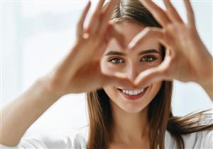 طبيب ياباني يقدم 3 طرق بسيطة لتعزيز صحة العيون