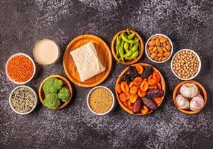 غنية بالإستروجين.. 7 أطعمة مفيدة لصحة النساء بعد سن اليأس