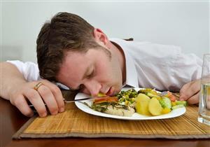 اعتدت على ذلك؟.. إليك ما يحدث لجسمك عند النوم بعد تناول الطعام