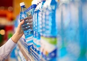 خبيرة تحذر من مخاطر الإفراط في شرب المياه المعدنية.. إليك الحد المناسب