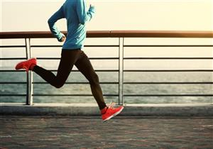 كيف تجعل الكتلة العضلية الشخص يبدو أصغر سنًا؟