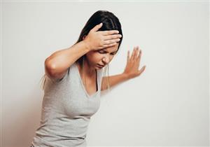 أسباب متعددة للشعور بالدوخة المفاجئة.. متى تستدعي استشارة الطبيب؟
